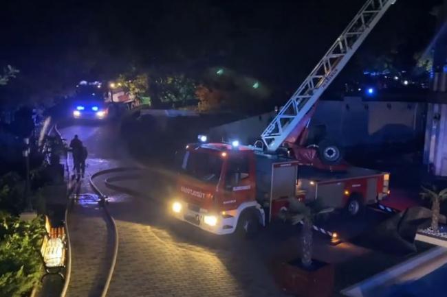 Így harcoltak a tűzzel a tűzoltók a lángoló szállodában! Videó!