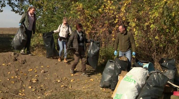 15 köbméter hulladékot szedtek össze 1 óra alatt a lőtér mellől