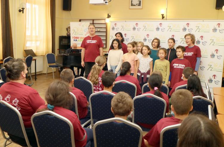Közel 8000 fiatal vállalt önkéntes munkát